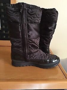 Authentic Coach Black Quilted Patent Leather Boots Size 6.5