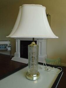GORGEOUS ELEGANT GLASS LAMP *** CAN DELIVER