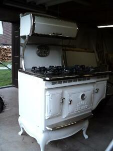 Elmira Stove Works gas stove (can be converted to propane)