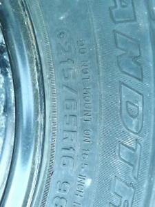 pneus hivers 215-65-16 dunlop grand trek SJ6 avec rims 5x114