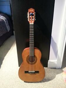 3/4 classical guitar. great for kids or small fingers !!! $80