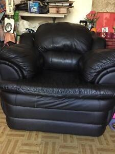 Leather 1 seater (black) LIKE NEW