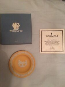 "Wedgwood Jasperware Miniature ""BRISBANE "" Plate Highland Park Gold Coast City Preview"