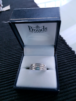 Wanted: WHITE GOLD DIAMOND RING