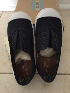TOMS Tiny Toms Zuma size 8 for toddler