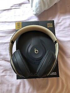 SELLING BNIB DR DRE BEATS STUDIO3 HEADPHONES - SHADOW GREY