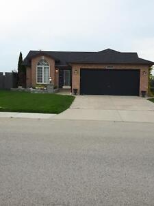 House for sale in Amherstburg $289500