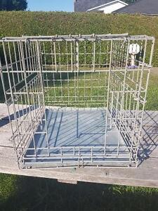 Medium dog crate with tray and door
