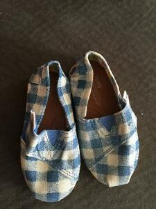 Toms girls shoes Cambridge Kitchener Area image 1