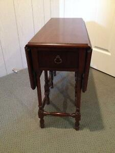 Small Gate-leg Occasional Table London Ontario image 2