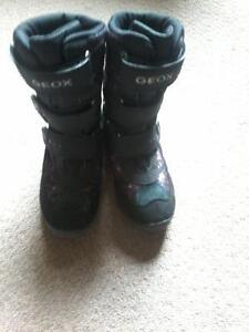 Girl's Geoxx Tek sz.1 winter boot's $10.00