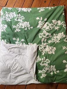 COMFORTER AND SHAMS - full/double - $20