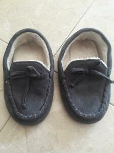 SLIPPER/SANDALS/BOOTS/SHOES FOR TODDLER SIZE8-9 Kitchener / Waterloo Kitchener Area image 2