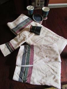 Ensemble accessoires et serviettes de salle de bain
