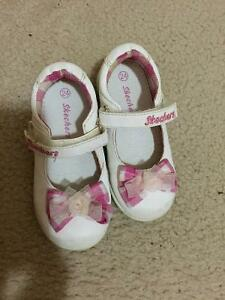 White skechers shoes toddler size 24 Cambridge Kitchener Area image 1