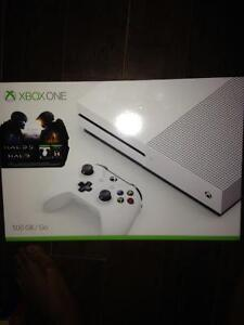 NEW IN BOX XBOX ONE S Edition limited with HALO