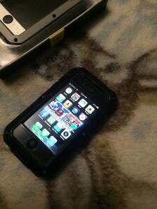 White iphone 4s, SCRATCH FREE EXCELLENT CONDITION