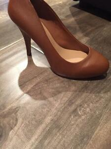 Women's heals - Le chateau - never worn