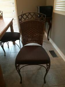 Solid wood kitchen table with 6 chairs West Island Greater Montréal image 2