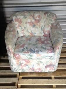 TUB STYLE ACCENT CHAIR