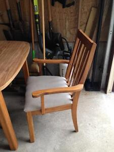 Table with 6 wooden chairs Cambridge Kitchener Area image 3