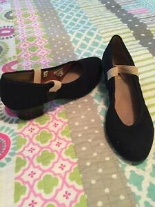 Character dance shoes size 4