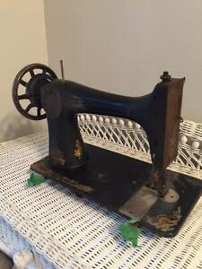 Ancienne machine à coudre SINGER - Sewing machine collectible