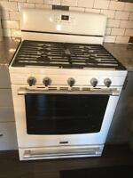 I0 mth old GAS MAYTAG STOVE