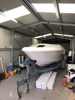 Mustang 20 foot fibreglass boat