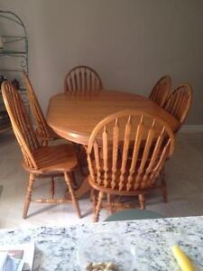 Solid Oak Table with 6 chairs/3 extra leafs