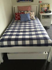 King single bed & trundle bed Hampton Bayside Area Preview