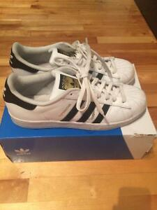 MENS ADIDAS SUPERSTARS SIZE 10 (WOMAN 11)