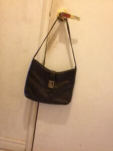 im selling some of my purses because i have too many London Ontario image 3