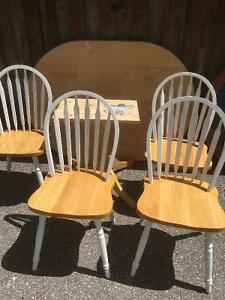 Beautiful solid wood table and 4 chairs Cambridge Kitchener Area image 2