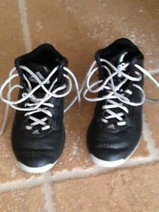 Nice Basketball shoes size 5 mens