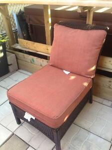 ONE HIGHEND WICKER/RATON PATIO CHAIR/WITH RED CUSHIONS