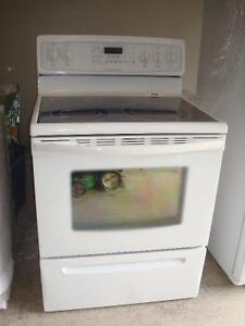 White Stove in excellent condition!