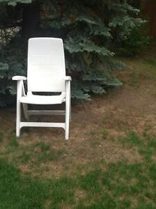 Set of 4 reclining lawn chairs