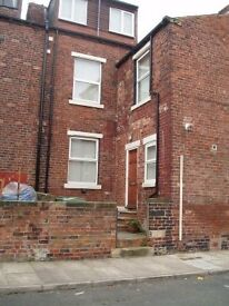 Large 2 bed unfurnished flat Armley