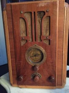 ANTIQUE CROSLEY RADIO-Made in USA MAGNAVOX COMPANY