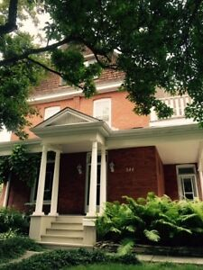 4 Bedroom across from Avenues - STUDENTS WELCOME