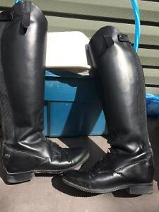 Equestrian rideing boots