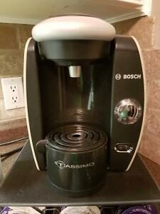 Tassimo Coffee Maker w/many items $65.00 Cambridge Kitchener Area image 2