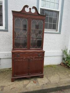 Attractive Antique (c1940) Cabinet in Great Condition!