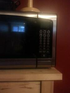 newer clean reg size microwave