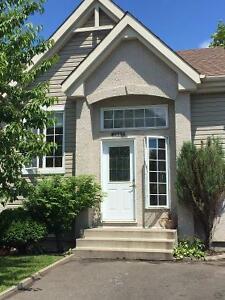 Maison à vendre Laval Ouest 3 CAC 2 SDB