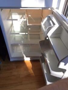Très beau réfrigérateur blanc  impeccable