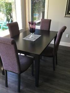Black wood table w 4 chairs & 2 bar stools