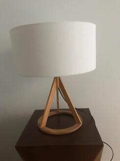 Jacobs oak table lamp