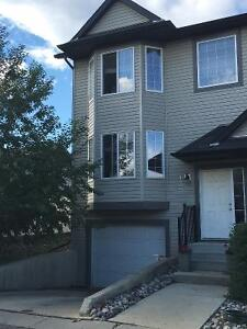Beautiful family and pet friendly home in quiet end-unit, AUG 1